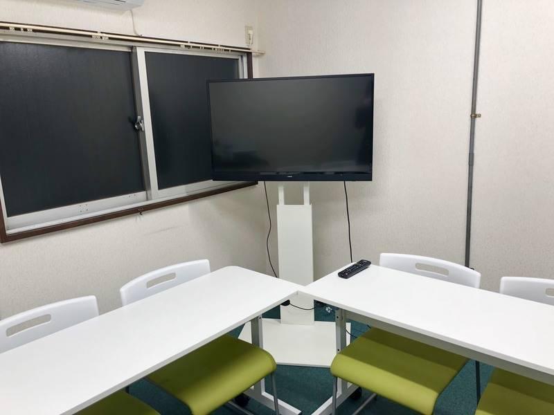【梅田・大阪駅から1駅でアクセス抜群】駅徒歩2分 Wi-Fi無料 43V型の大型TVモニター無料完備 完全個室 同フロアにも他に1部屋あるので複数部屋必要な場合に便利!