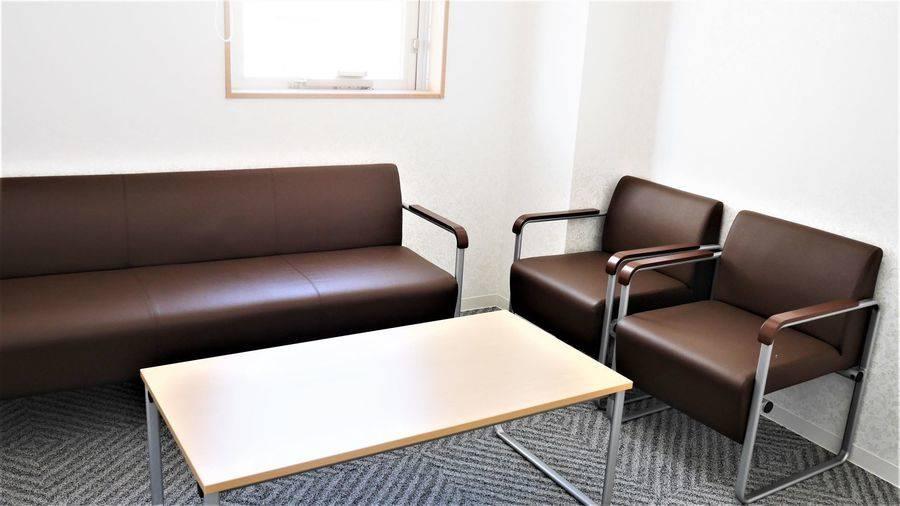 【東池袋20秒】ホールに隣接した、講師や出演者に便利な控室(5名)