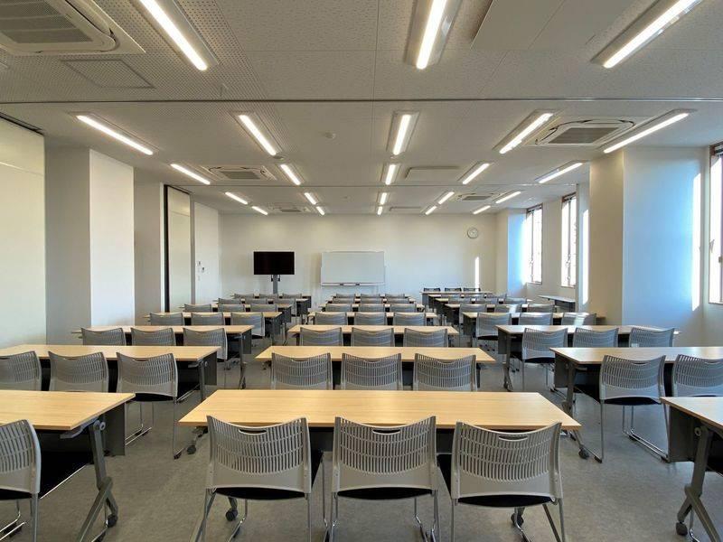 【東池袋20秒】新築でクリーン、窓から光が入る上質な多目的貸会議室802(72名)
