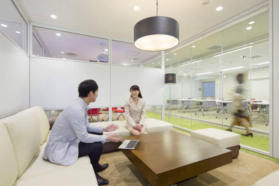 【九段下駅徒歩30秒】5名まで利用可能のミーティングソファルーム(Wifi利用可能)