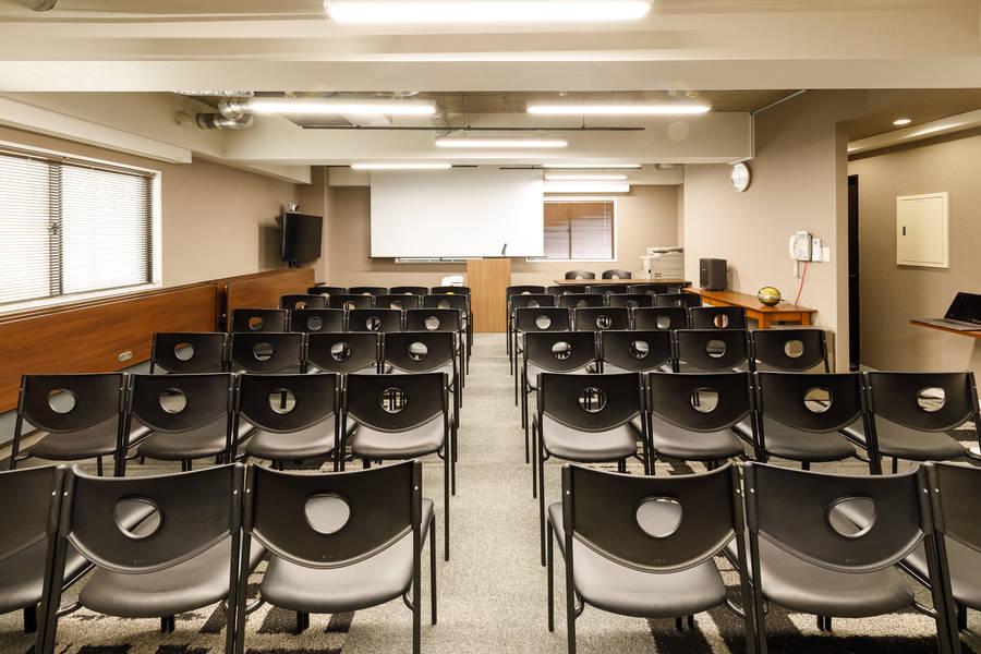 六本木・西麻布エリアから徒歩圏内!最大40名収容可能なセミナールーム!TOKYO SHARE 霞町レンタルホール