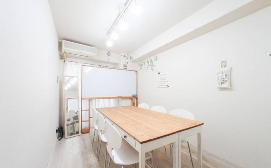 【新宿駅新南口1分&新宿三丁目駅E6出口10秒】オフサイトミーティングにも使えるおしゃれ少人数個室レンタルスペース アップライン会議室