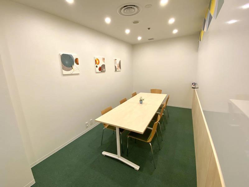 《仙台駅徒歩3分》ホワイトボード付きのミーティングルーム!会議、研修、セミナーに最適!Wi-Fi完備!《個室グリーン》