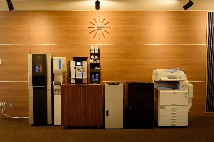 新橋駅直結!コワーキングスペース1時間から利用可能!無料Wi-Fi、電源、フリードリンク有!