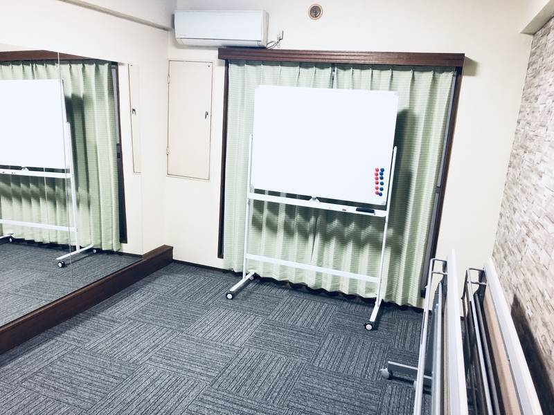 ✨NEW✨大型鏡完備✨整体ベッド✨深夜利用OK✨10月末までの予約なら激安特価で受付中/無料WiFi/プロジェクター/ホワイトボード