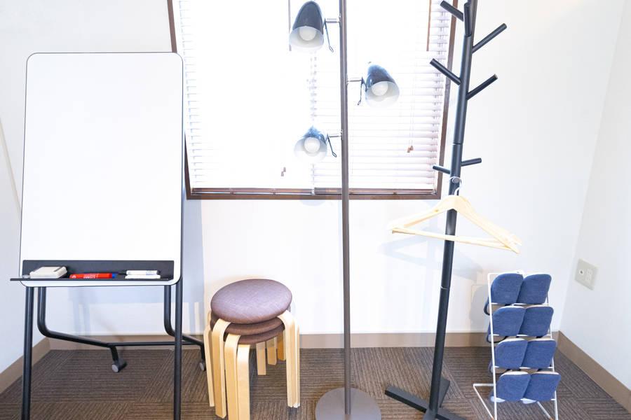 【大宮駅 徒歩6分】ゆったり過ごせるデザイナーズ貸し会議室♪ランドプレイス大宮3階 ミーティングルーム☆★Wi-Fi無料♪ディスプレイあり♪TV視聴可♪ケトルあり♪