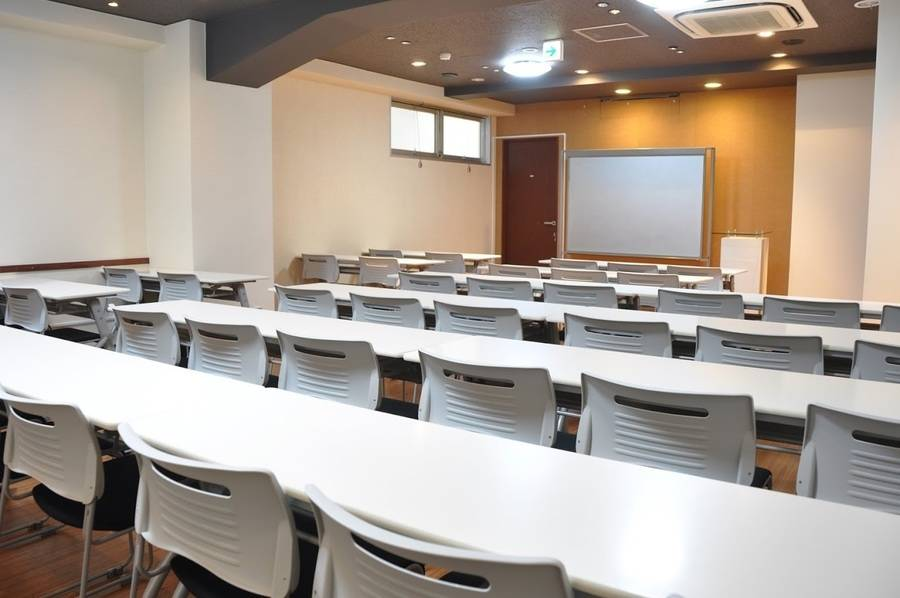 【四ツ谷駅1分】年中無休!パーティー・飲食可能☆40名用の完全個室貸し会議室