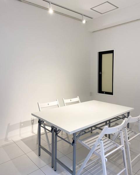 千駄ヶ谷から徒歩7分!白で統一されて清潔!展示会や個展、オフィスにも幅広くご利用いただけます!