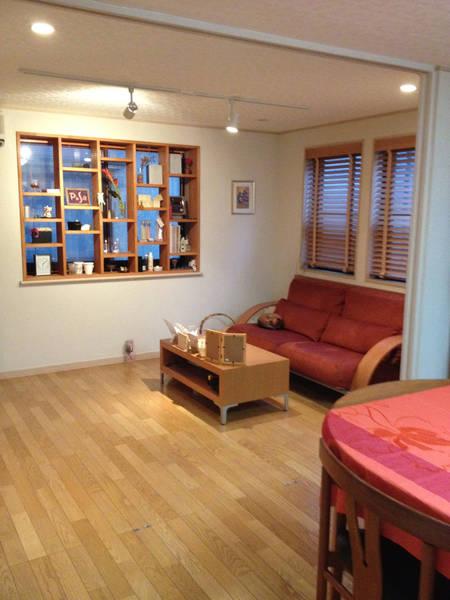【広尾徒歩1分 一軒家 2FL】ゆったりとしたソファのあるリビングルーム!