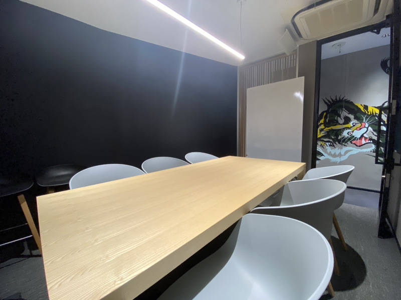 【オープン価格】六本木駅徒歩1分!「六本木JP6名会議室」六本木交差点すぐそば!リモートワークやオンライン会議にも最適!