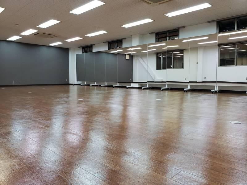 当日予約OK!24時間利用可能! 自主練はもちろん、習い事や教室の開催にぴったりのスタジオ!!ダンス・ヨガ・空手・テコンドー 等の各教室や、YouTube撮影・演劇練習にも!!