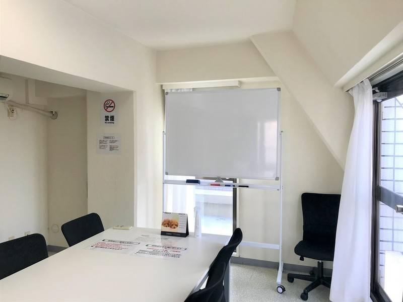 【606号室/Room BLACK】完全個室で会議、レッスン等多目的なご利用が可能!ホワイトボード完備!※Wi-Fi利用不可