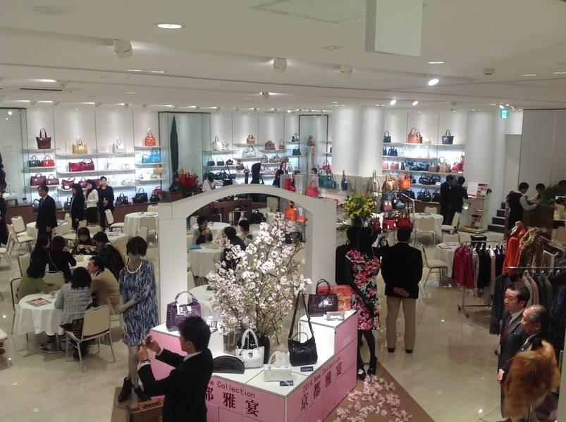 京都の中心地の各駅から徒歩10分以内。各方面からのアクセスが便利です。イベントホール洛央(大ホール)