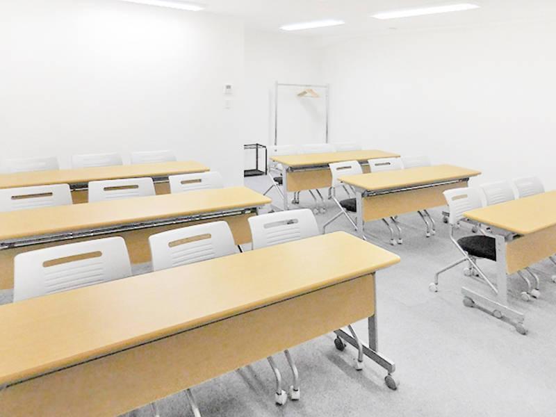 (B)無線LAN完備!新宿三丁目徒歩1分☆18名収容 B会議室(エスオ―ビズゲイツ)