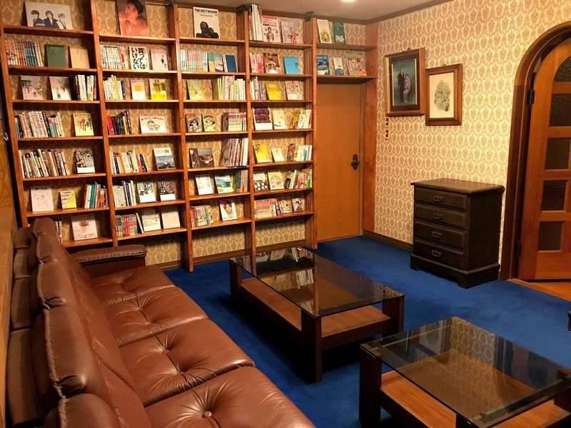 千葉市若葉区大宮台のレトロな洋間を読書室にしました。気分を変えてリモートワークにいかがでしょか?
