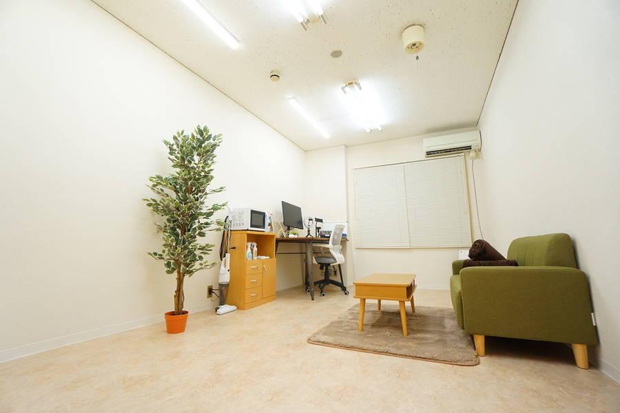 ⭐️光回線導入!⭐️<緑ワークスペース>完全個室の癒し空間✨モニター/LEDライトあり!テレワーク/Web会議,面接