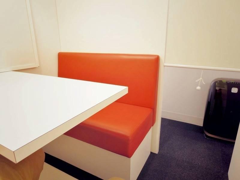 【銀座駅徒歩2分】1~2名用 テーブル【格安】
