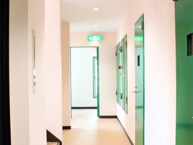 <ともだち2>3階 ◆30%割引!池袋駅★個室, 会議, 面接, 女子会,ママ会, 撮影, 窓を開け換気, 飲食物可