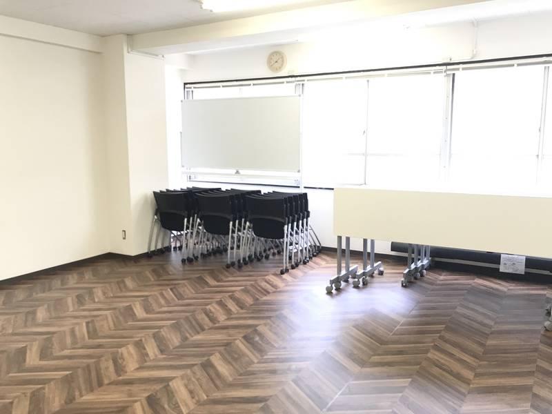高機能換気設備あり!大阪駅徒歩8分の便利な立地♪抗ウィルス壁紙使用、アルコール設置!大型モニター、プロジェクター、スクリーン、ホワイトボードすべて無料!