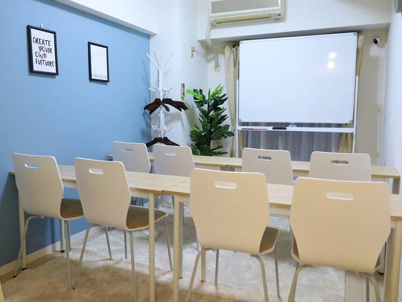 ★NEW OPEN★桜木町駅出口から徒歩5秒【安い】【綺麗】【明るい】貸会議室『FRIENDSⅥ』です!最も安心できる会議室!最大12名までご利用可能です。全国展開のFRIENDS会議室がついに神奈川の桜木町にオープン!コスパ抜群のスペースです!きっと2回目も利用したくなります!/Wi-Fi・プロジェクター・スクリーン無料/会議、打ち合わせ、セミナー、レッスン、ワークショップ、ボードゲームなどでご利用いただけます♪皆様のご利用心よりお待ちしております。produce by 【SHARED SPACE】