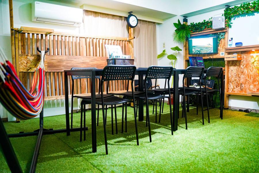〈NEW〉渋谷駅/ハンモックで休憩もでき、撮影用備品もあり★WiFiフリー★充電ケーブル各種あり■23.6インチPCモニタ■ホワイトボード