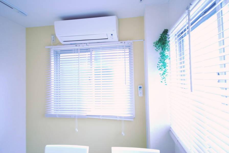【恵比寿駅1分★RKFビル5階ルーム1】白と黄色が基調の明るいお部屋(窓が2面、照明は白色系)カラーコンサルタント、コーディネーターの方にオススメ
