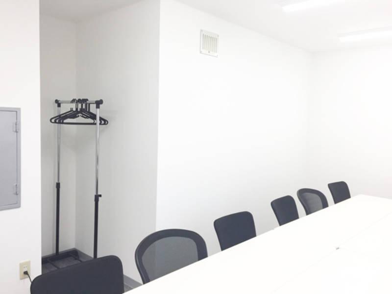 新宿三丁目 新宿駅から駅近 徒歩3分 格安 15人までの少人数で会議、ミーティング、テレワーク、レッスン、オフ会など最適なスペースです 完全個室でWEB会議にもぴったり 無線LAN ホワイトボード完備 LED照明、トイレウォシュレット完備【直割プラン実施中】※直前のご予約はお安くお使い頂けるキャンペーン中です