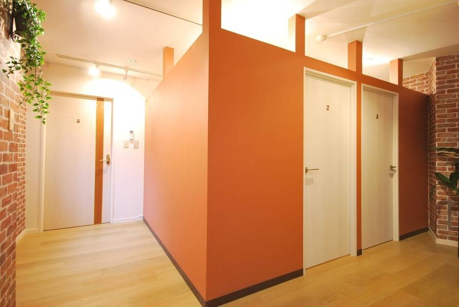NEW!【恵比寿駅1分★RKFビル5階ルーム3】きれいなパーテーション個室。デスクライトや23インチモニター完備で仕事や勉強に最適 ※原則、会話禁止で静かです