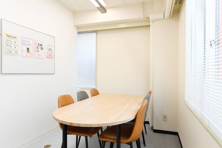 【六本木駅5番出口より徒歩1分】Wi-Fi無料!綺麗なお部屋でミーティングやコワーキングスペースとしてご利用頂けます!当日予約可能です。