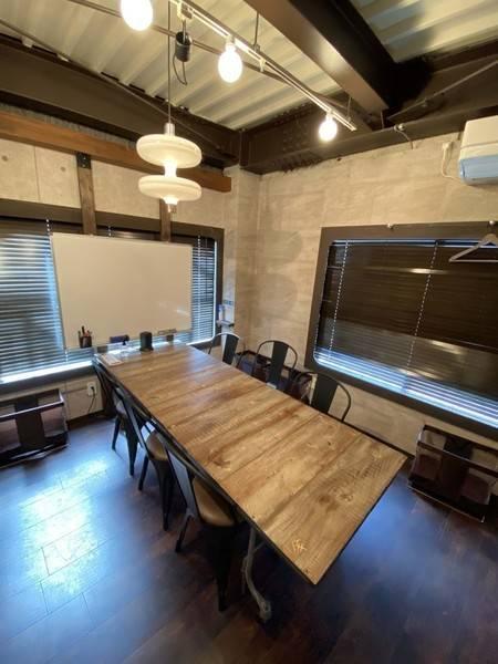 【スタッフ・利用毎除菌徹底】Caféの2階会議室(ブースC)有人受付、30分単位、Wifi、PCモニタ