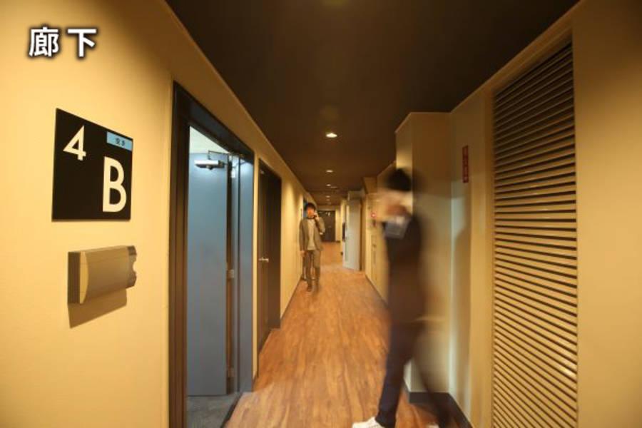 広瀬通【仙台協立第1ビル4階4-F貸会議室】8名様用 モノトーンのシックな雰囲気の会議室 フリーデスクで作業やミーティングスペースとして!