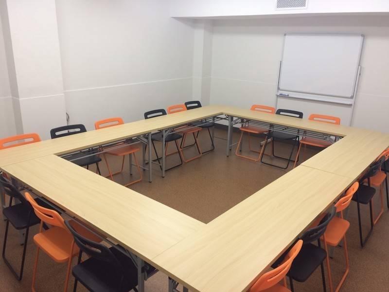 規格ビル会議室の写真