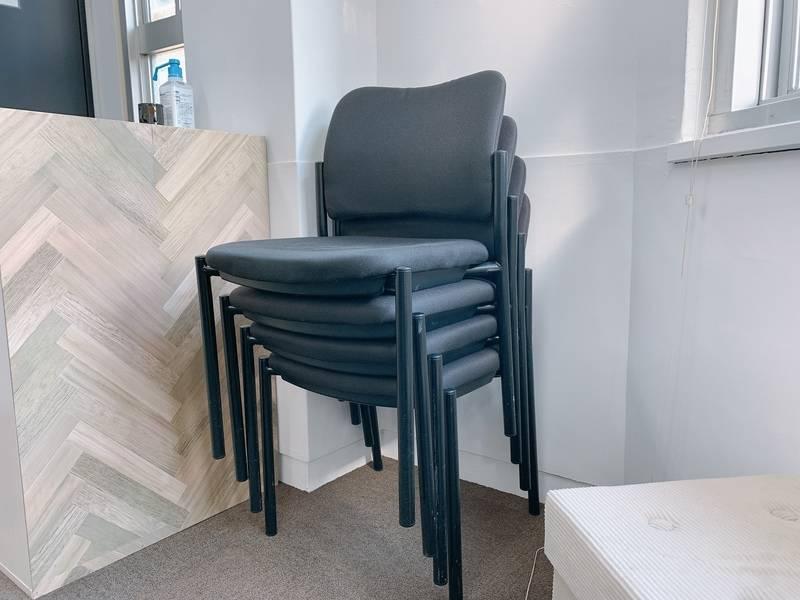 ✨NEWOPEN✨【神田駅徒歩2分】<K&D5スペース>リモートワーク・テレワークにも最適!WIFI/大型モニータ無料!! 8名+予備椅子4脚+くつろぎソファ
