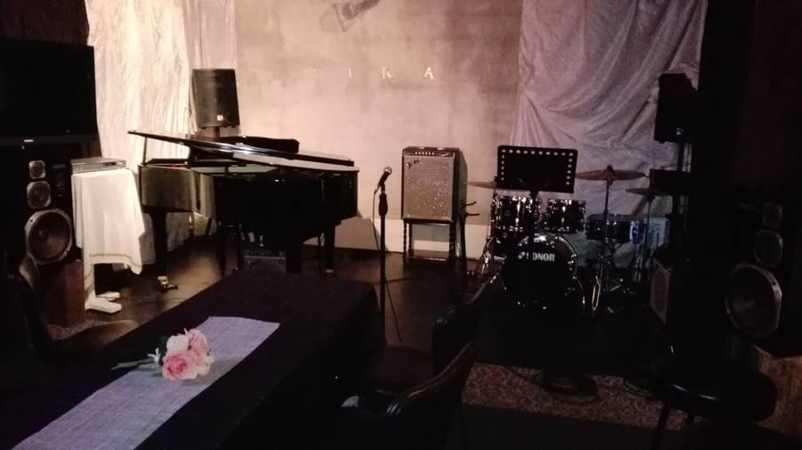 グランドピアノ&ドラム常設ライブ•パーティースペース