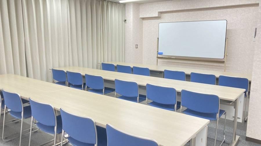 大垣駅 徒歩1分 貸し会議室、ネイル、占い、英会話、自習など多目的ルーム