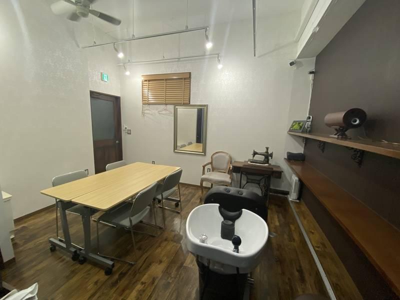 【新規登録】さいたま市浦和区仲町の菓子店(プリン店)の奥、会議室スペースを使えます。会議やミーティング、個人の発信スペースにも◎サロン面貸しとしても使えます。