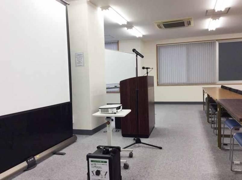 【新宿三丁目・79名・プロジェクターなど充実の無料設備】新宿三丁目 2F