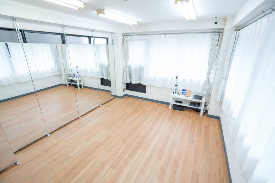 新規オープン<高田馬場駅0分>ダンスができるレンタルスタジオ/幅4.2m高さ1.8mの鏡付き/着替えのできるスペース有り