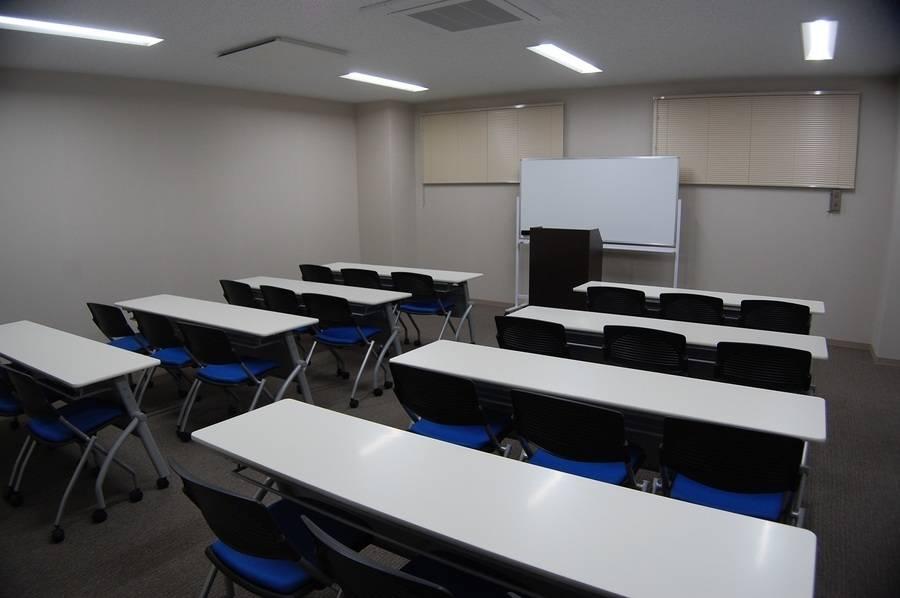 【備品貸出無料】【~25名】29年4月28日リニューアルオープン!綺麗で設備も揃った会議室を多用途にお使いくださいませ♪【上尾 さいたま 埼玉 大宮】の写真