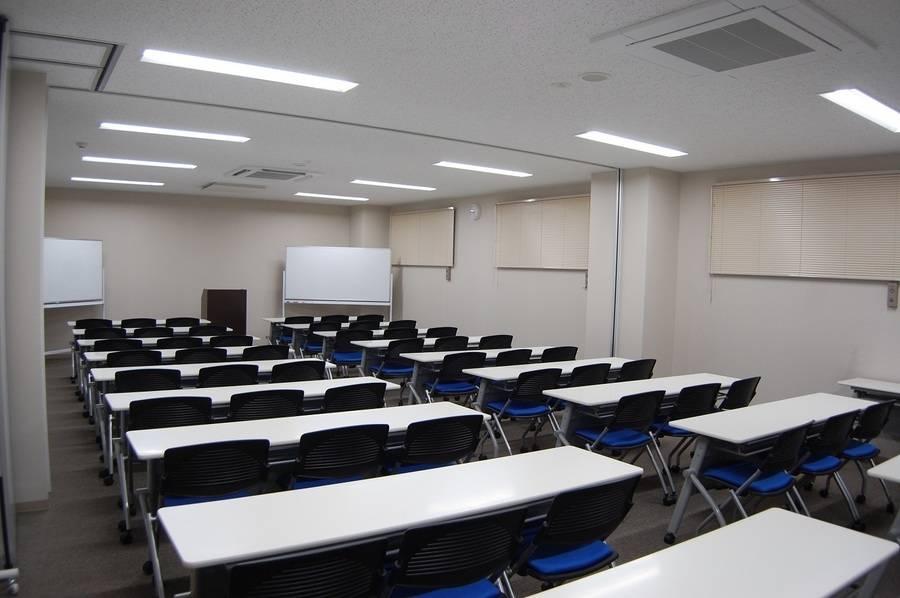 【備品貸出無料】【~50名】29年4月28日リニューアルオープン!綺麗で設備も揃った会議室を多用途にお使いくださいませ♪ 【上尾 さいたま 埼玉 大宮】の写真