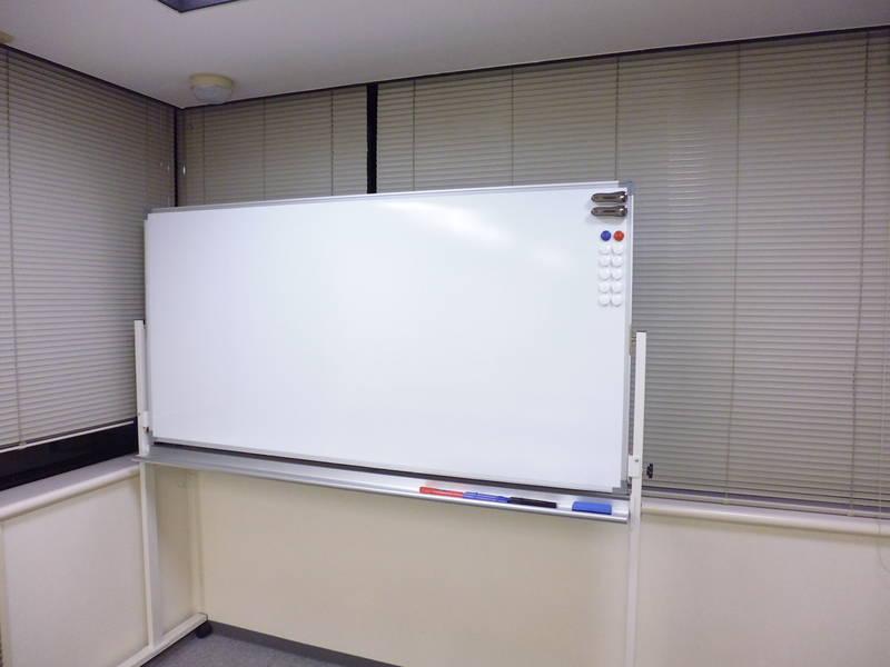 <モニター、プロジェクターセット、マイクが無料!関内駅徒歩1分の貸し会議室>