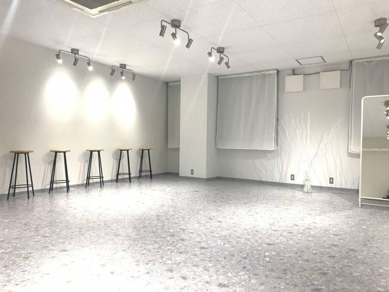 当日予約ok!!白を基調としたシンプルな撮影スタジオ!!