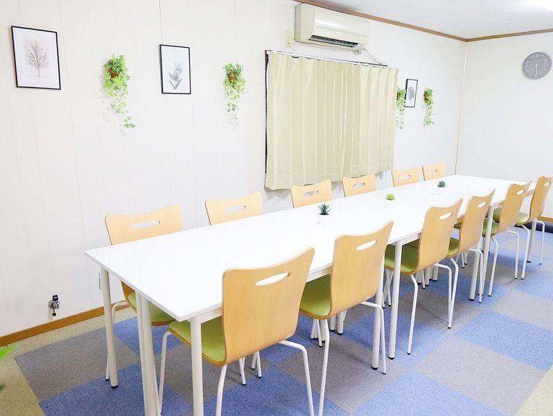 【渋谷駅3分!16名利用可!】9/29オープン!綺麗な室内!WiFi・プロジェクター・ホワイトボード全て無料!ふれあい貸し会議室 渋谷C