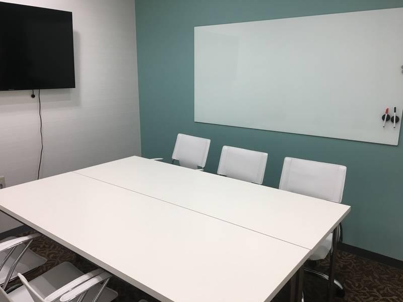 【本町駅近】フリースペース付き!スタイリッシュなビジネス空間(~6名【会議室202】)の写真