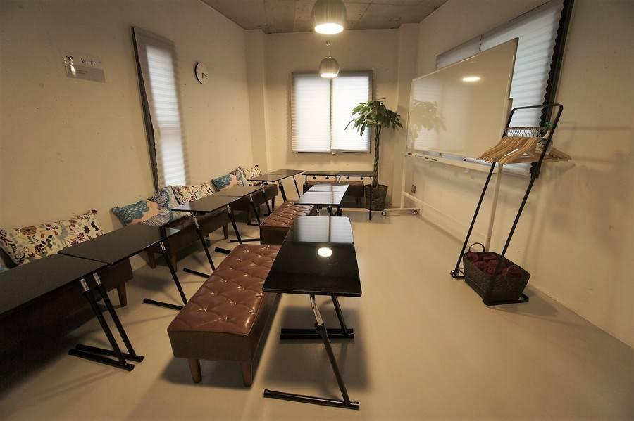 <クリエイティブ会議室>【神田駅徒歩1分】12名収容可・WIFI/プロジェクター無料・完全個室