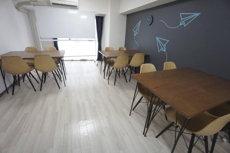 <ヒコーキ会議室>【渋谷徒歩3分】WIFI/プロジェクター無料、ゆったり12名収容完全個室会議室