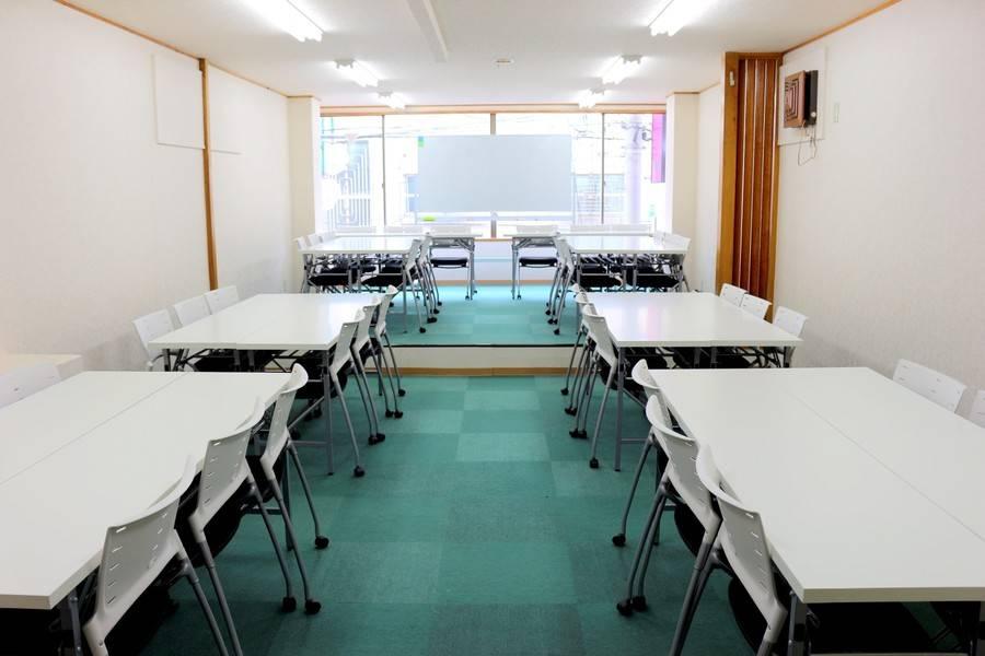 【新宿三丁目徒歩4分】42人までの超格安会議室!ミーティング、レッスン、セミナー、オフ会など最適なスペースです 無線LAN ホワイトボード プロジェクター【新宿駅徒歩圏内!】