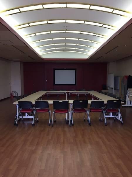 【多摩センター駅】ゆったり使えて嬉しい♪42名用の個室貸し会議室