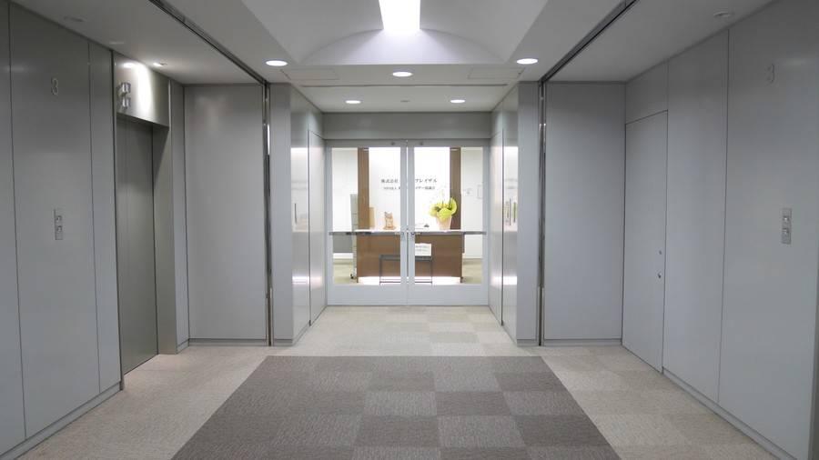 【高田馬場駅5分】設備充実で便利!明るい広々貸し会議室(最大64名)