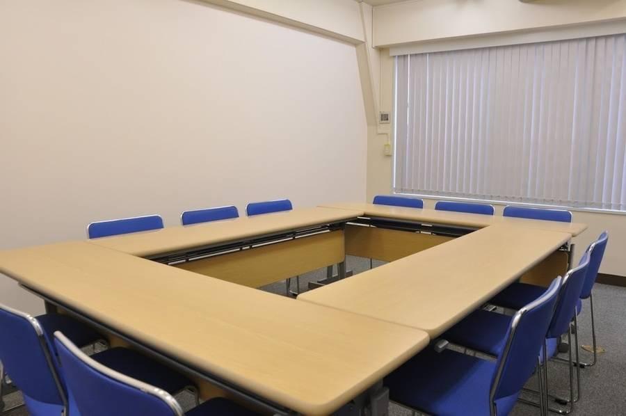【神田駅3分】24H年中無休!コンパクトなリーズナブル会議室(12名)の写真